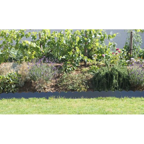 Une bordure de jardin en acier pour délimiter votre potager