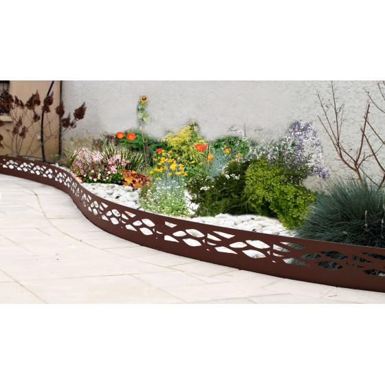 une belle courbe avec cette bordure de jardin