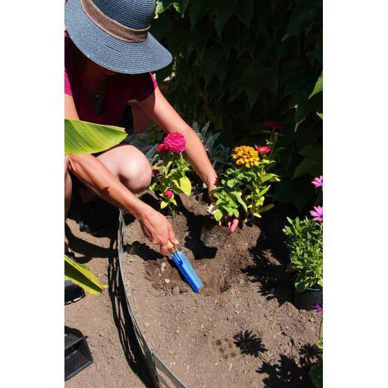 gouge à desherber pour planter fleur